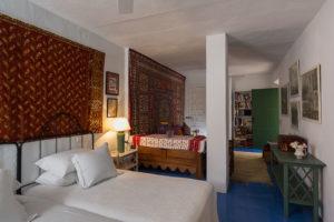Alcuzcuz hotel benahavis malaga patio dormitorio